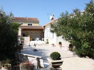 Villa provençale pour 6 personnes avec piscine, Maillane