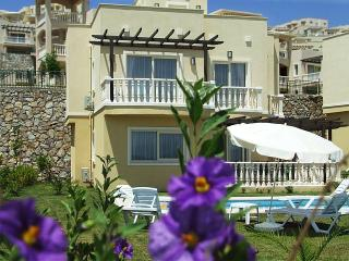 Book Instantly! 3 BR Apartment Sleeps 8, Gulluk