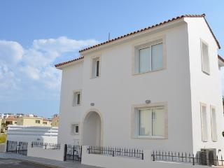 Book Instantly! 3 BR Casa Bianca, Famagusta