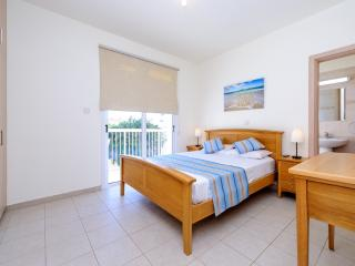 Book Instantly! 3 BR Villa Clematis, Paralimni