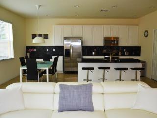Budget Getaway - Bella Vida Resort - Welcome To Cozy 4 Beds 3 Baths Townhome