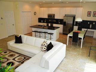 4 Bedr townhome 10 minutes to Disney (Bella Vida)