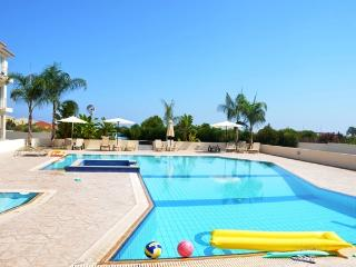 Book Instantly! 2 BR Apartment Poppy, Famagusta