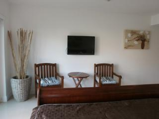 Book Instantly! Casual Elegance - Two-bedroom Condo, Palm/Eagle Beach
