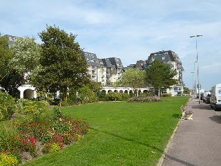 1 bedroom Apartment in Cabourg, Normandy, France : ref 5046548