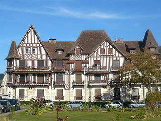 2 bedroom Apartment in Cabourg, Normandy, France : ref 5046576