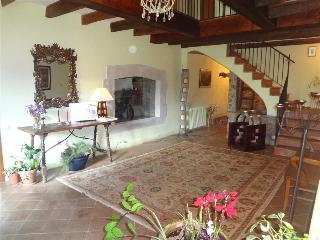 Book Instantly! Majestic 4-bedroom villa in L'Ametlla del Vallès, only 20 minutes from Barcelona
