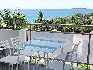2 bedroom Apartment in La Ciotat, Provence-Alpes-Cote d'Azur, France : ref 50514
