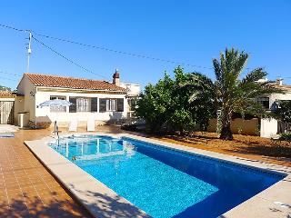 2 bedroom Villa with Pool, Air Con and WiFi - 5802025