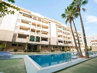 2 bedroom Apartment with Pool, WiFi and Walk to Beach & Shops - 5044884