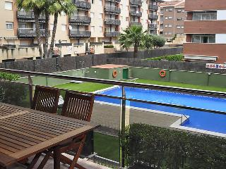 2 bedroom Apartment with Pool, WiFi and Walk to Beach & Shops - 5060446