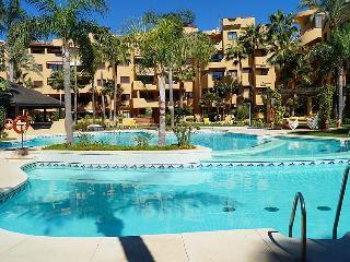 2 bedroom Apartment in Estepona, Andalusia, Spain : ref 5061006