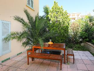 1 bedroom Apartment with Air Con, WiFi and Walk to Beach & Shops - 5696526