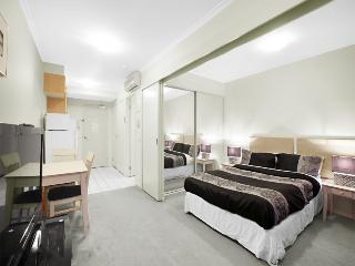 Epic location 1min walk to QUEEN VICTORIA MARKET, Melbourne