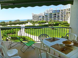 1 bedroom Apartment with Pool, WiFi and Walk to Beach & Shops - 5050318