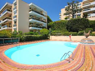 1 bedroom Apartment with Pool, WiFi and Walk to Beach & Shops - 5051987