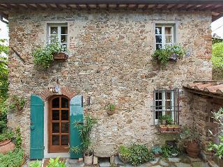 2 bedroom Villa in Camaiore, Tuscany, Italy : ref 5055154