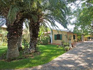 4 bedroom Villa with Air Con, WiFi and Walk to Beach & Shops - 5059279