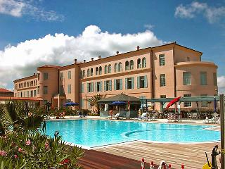 1 bedroom Apartment in Tirrenia, Tuscany, Italy : ref 5697158