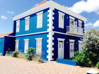 Charming historical studio in the city centre, Willemstad