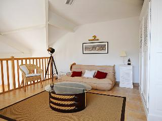 2 bedroom Apartment in Hyeres, Cote d'Azur, France : ref 2009147