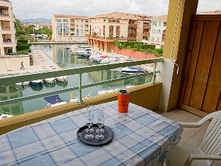 1 bedroom Apartment with WiFi and Walk to Beach & Shops - 5700145