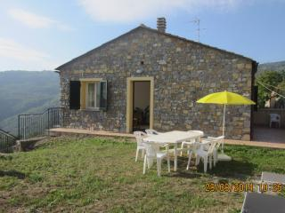 Lovely cottage 'Il Ciliegio': relax in the nature, Lucinasco