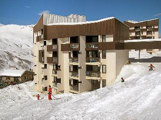 2 bedroom Apartment in Les Menuires, Auvergne-Rhone-Alpes, France : ref 5050968