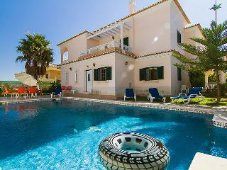 4 bedroom Villa in Albufeira, Algarve, Portugal : ref 2027048