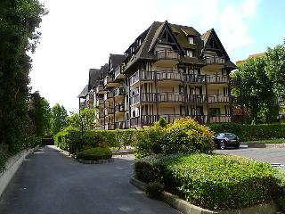 2 bedroom Apartment in Trouville-sur-Mer, Normandy, France : ref 5399094