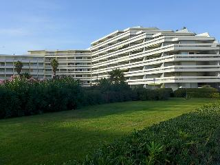 1 bedroom Apartment with WiFi and Walk to Beach & Shops - 5050580