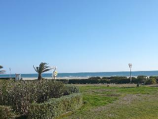 1 bedroom Apartment with WiFi and Walk to Beach & Shops - 5802217