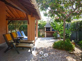 Saint-Cyprien-Plage Holiday Home Sleeps 6 with Pool Air Con and WiFi - 5050709