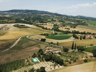 Private house with 4 bedrooms near Chianciano Terme. Swimming pool, A/C & Wi-Fi!