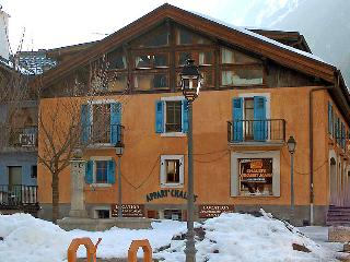 2 bedroom Apartment in Chamonix, Savoie   Haute Savoie, France : ref 2057189