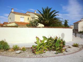 6 bedroom Villa in Saint Cyprien, Pyrenees Orientales, France : ref 2217687, Saint-Cyprien-Plage