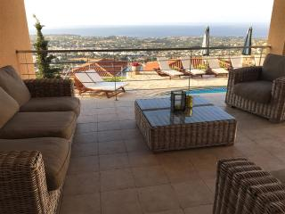 Superb 5 Bed Villa - Panoramic Sea Views - Pool