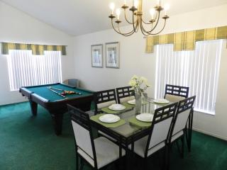 Book Instantly! Esprit - 4 Bedroom Private Pool Home, Pool Table, Davenport