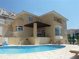 Exclusive 5 Bed Villa - Amazing Sea Views - Peyia