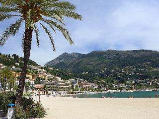 2 bedroom Apartment in Menton, Provence-Alpes-Côte d'Azur, France : ref 5052029