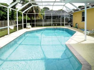 Book Instantly! Naples - 3 BR Private Pool Home, Fenced Yard, 2 Car Garage, Nápoles