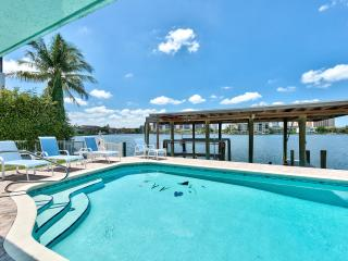 Book Instantly! Connors - 6 BR Waterfront Home, Private Pool, Nápoles