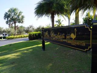 Book Instantly! Sienna Golf 2 BR Condo at GreenLinks, Napoli