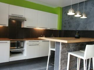 Book Instantly! Room Nest - 1 BR Apartment, 1st Floor, Private Parking Space, Lieja