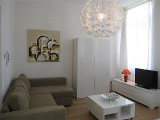 Calatrava - 1 BR Apartment, 1st Floor - ZEA 39160, Liege