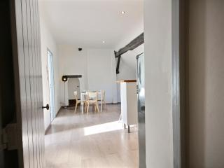 Book Instantly! Saint-Remy 2 - 2 BR Apartment, 3rd Floor, Liege