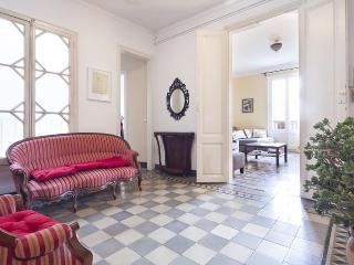 Centric Unique Bohemian 3 Bedroom Apartment - HOA 42136, Barcelona