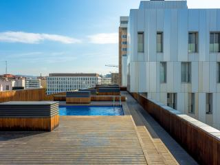 Book Instantly! 1 Bedroom Rambla Suite & 2 Pools, Rooftop Terrace, Sea View, Barcelona
