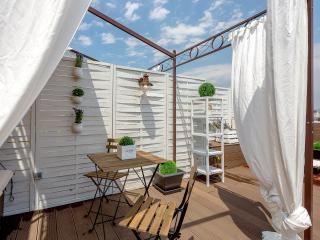1 Bedroom Penthouse Vintage Suites with Terrace, City Views - HOA 42157, Barcelona