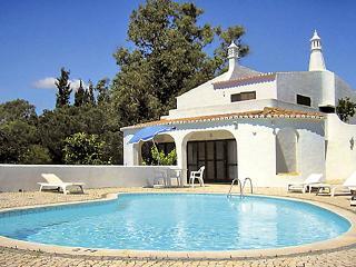 2 bedroom Villa in Carvoeiro, Faro, Portugal : ref 5057446